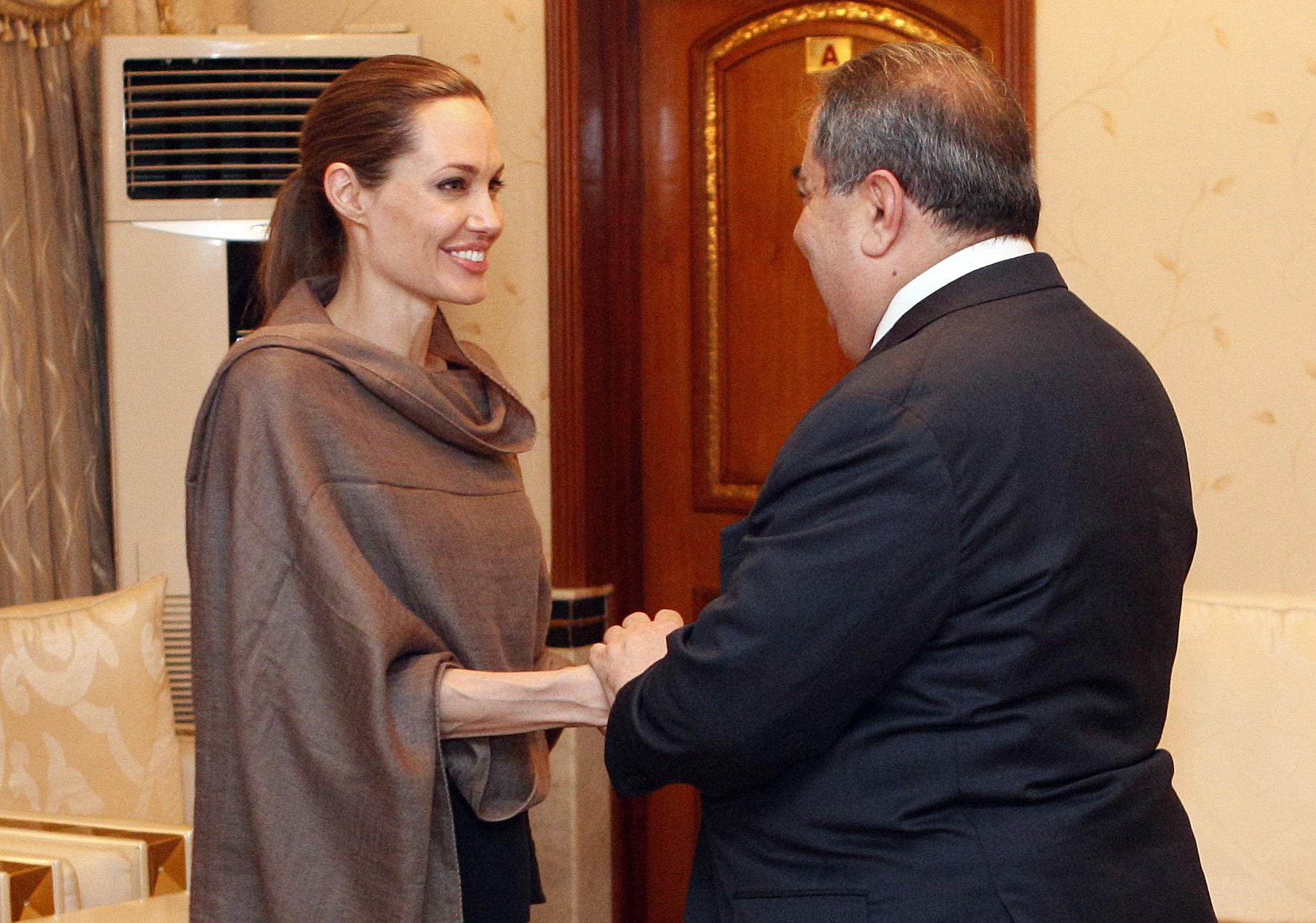 angelina jolie pushes plight of refugees in iraq