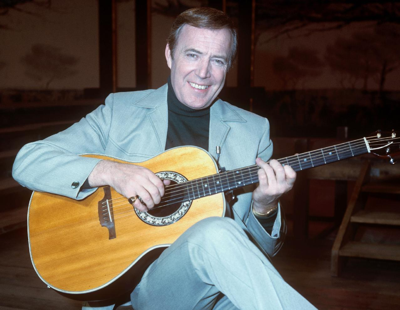 Easygoing Irish crooner Val Doonican dies at 88