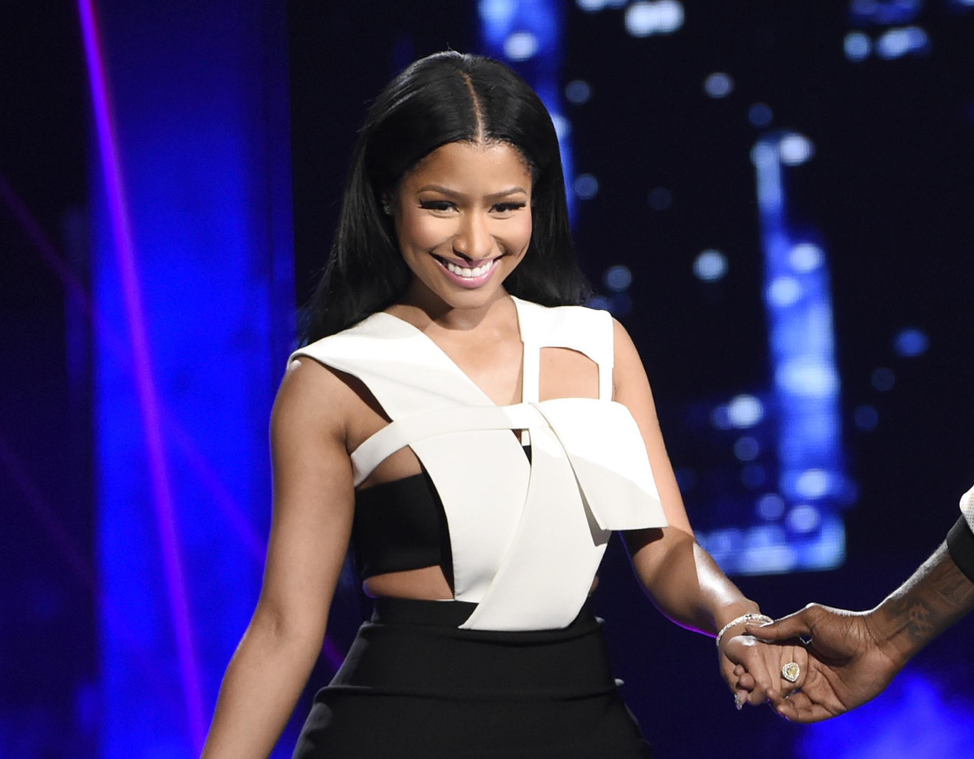 Swift apologizes to Minaj about tweet over VMA nominations