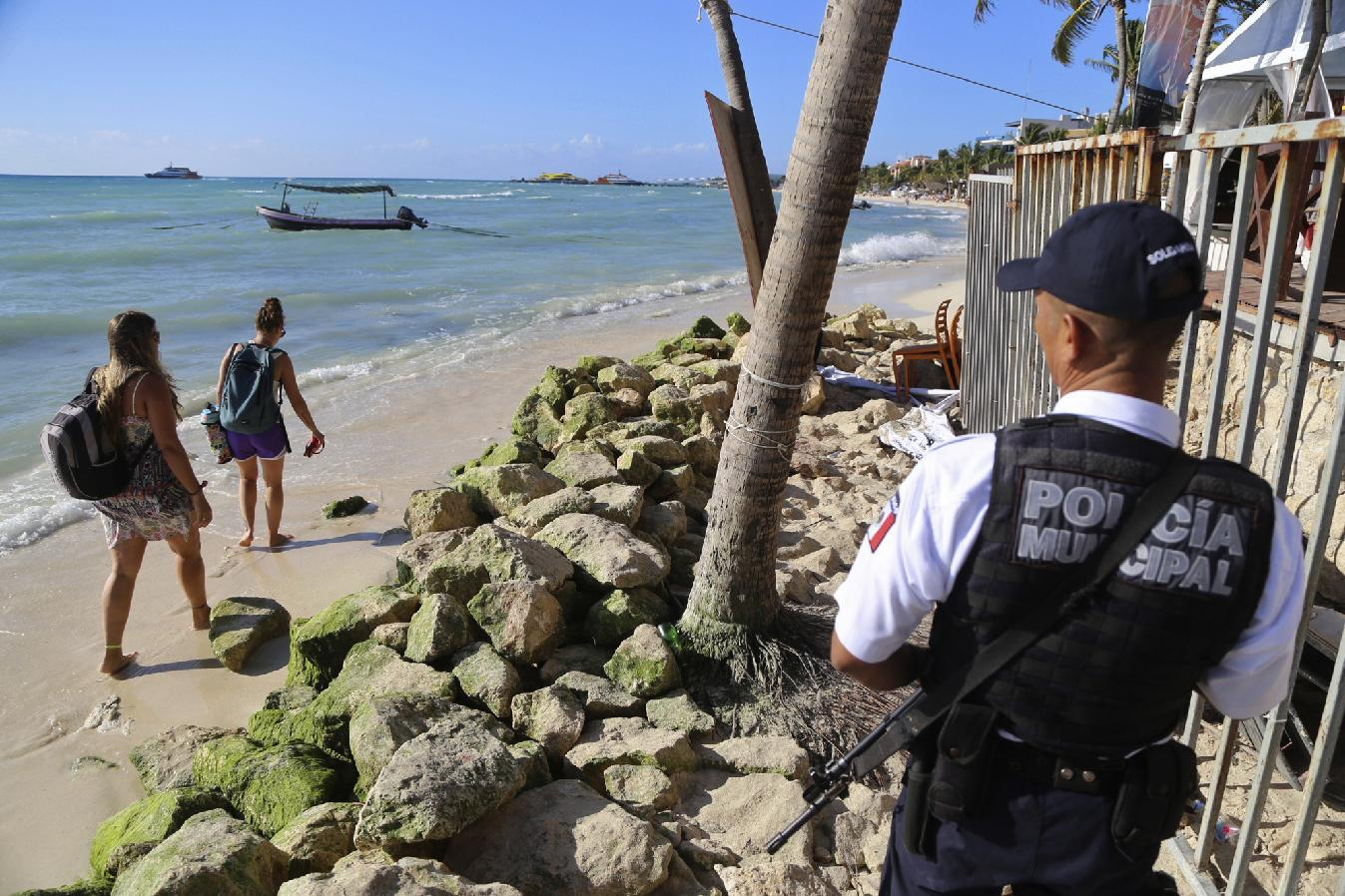 Police: 5 killed in shooting at nightclub at Mexican resort