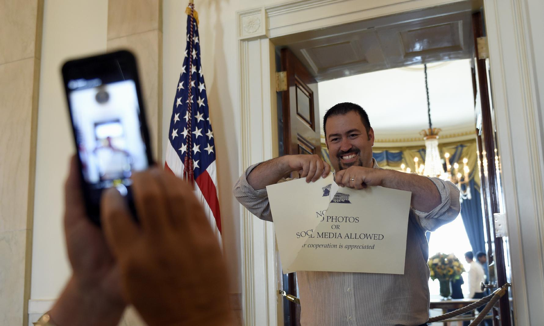 Photos, social media now allowed on White House tours