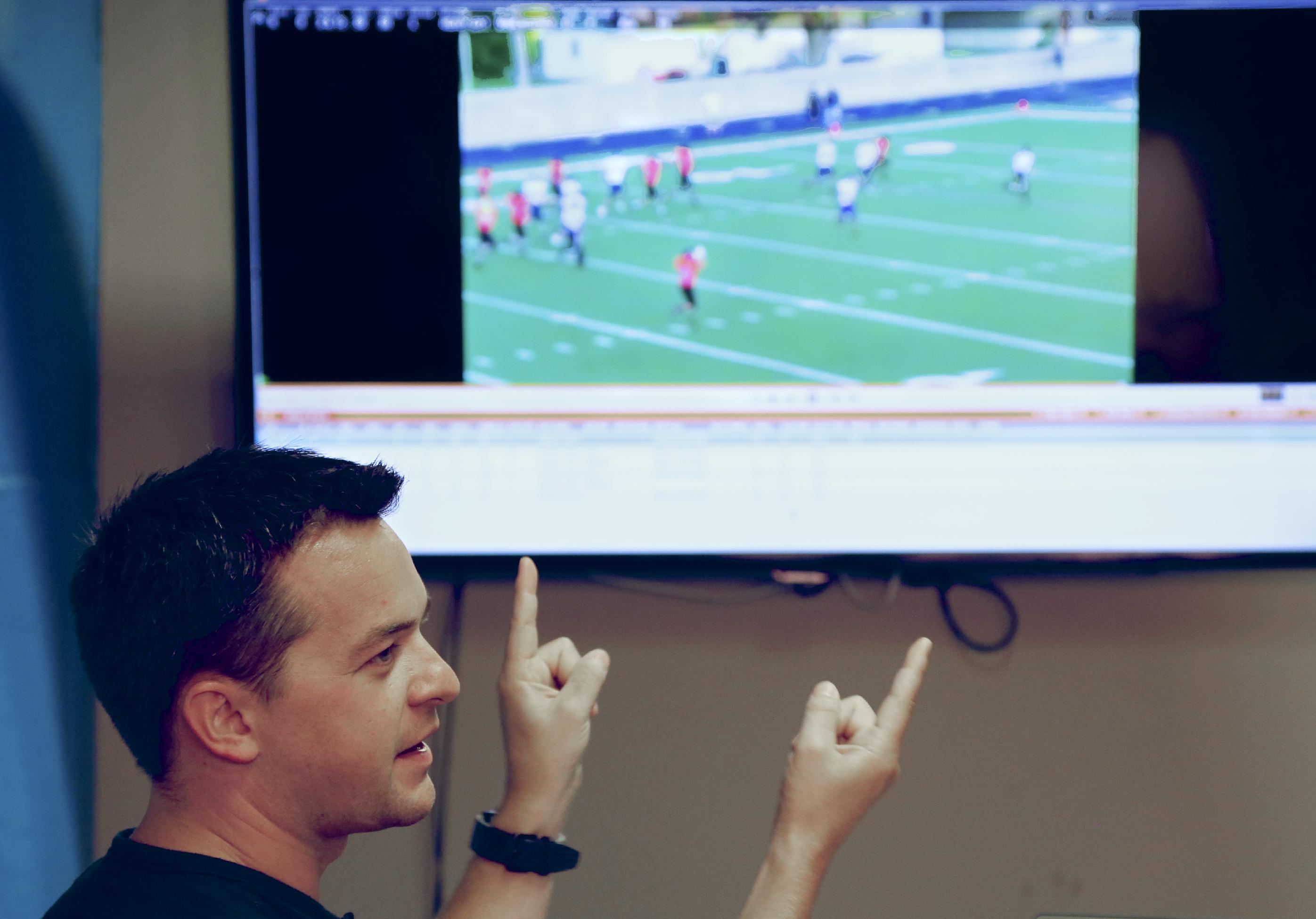 Pregame film study shifts to phones, tablets