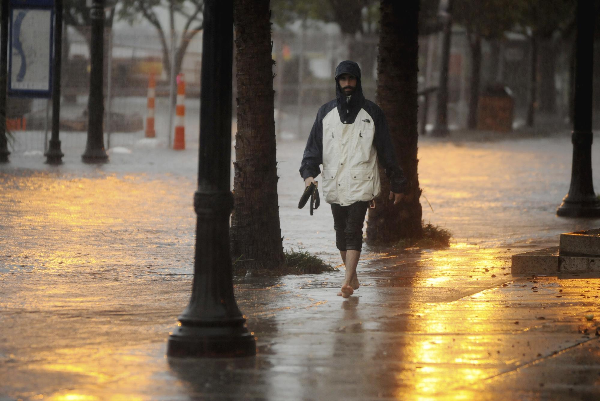 South Carolina flood: Door-to-door searches, swamped roads