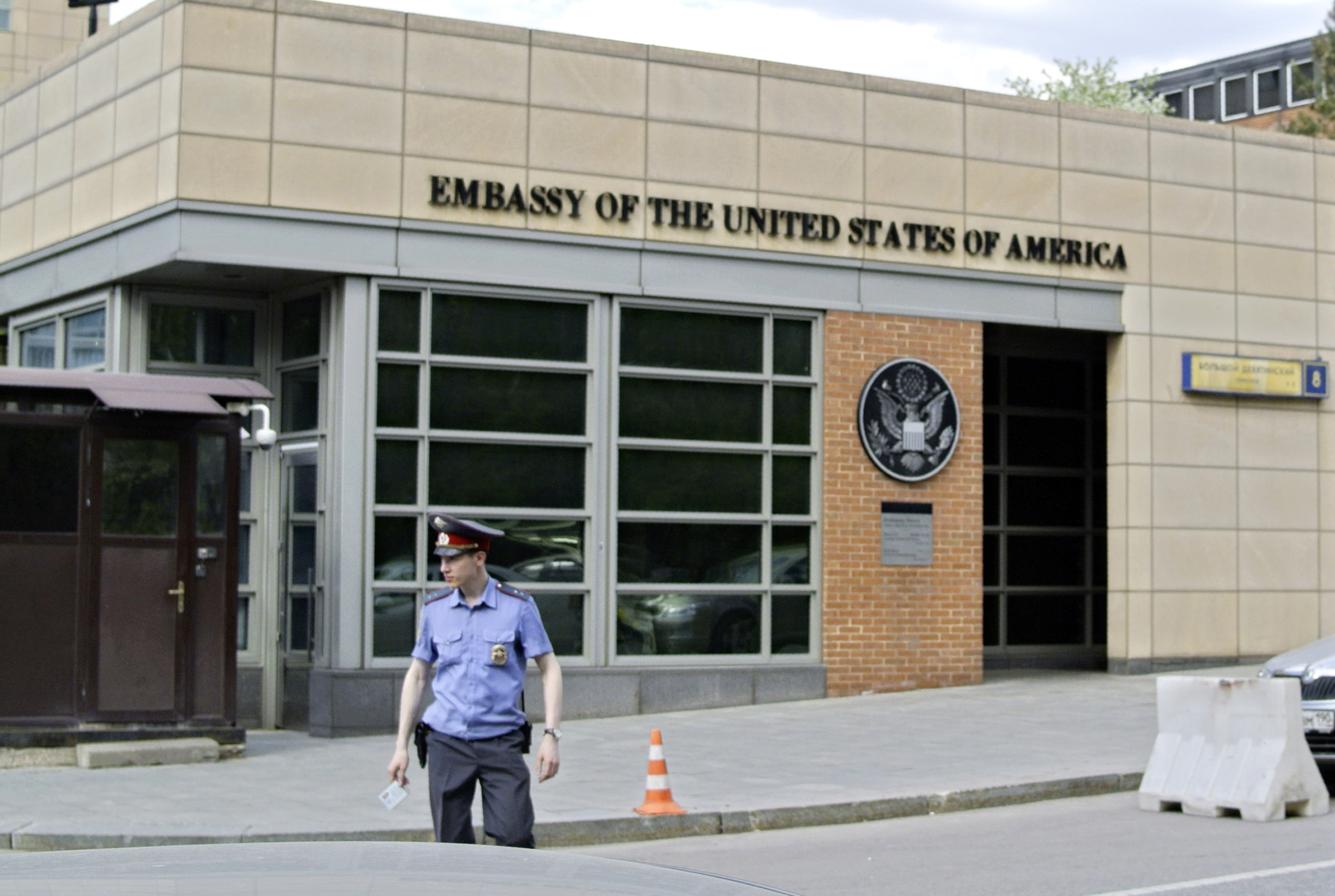 US Embassy in Russia stops issuing tourist visas for 8 days