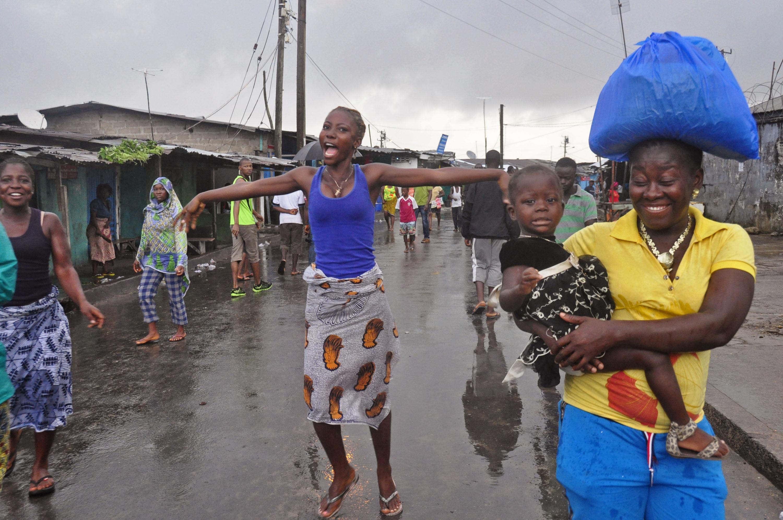 Liberia reopens slum barricaded to fight Ebola