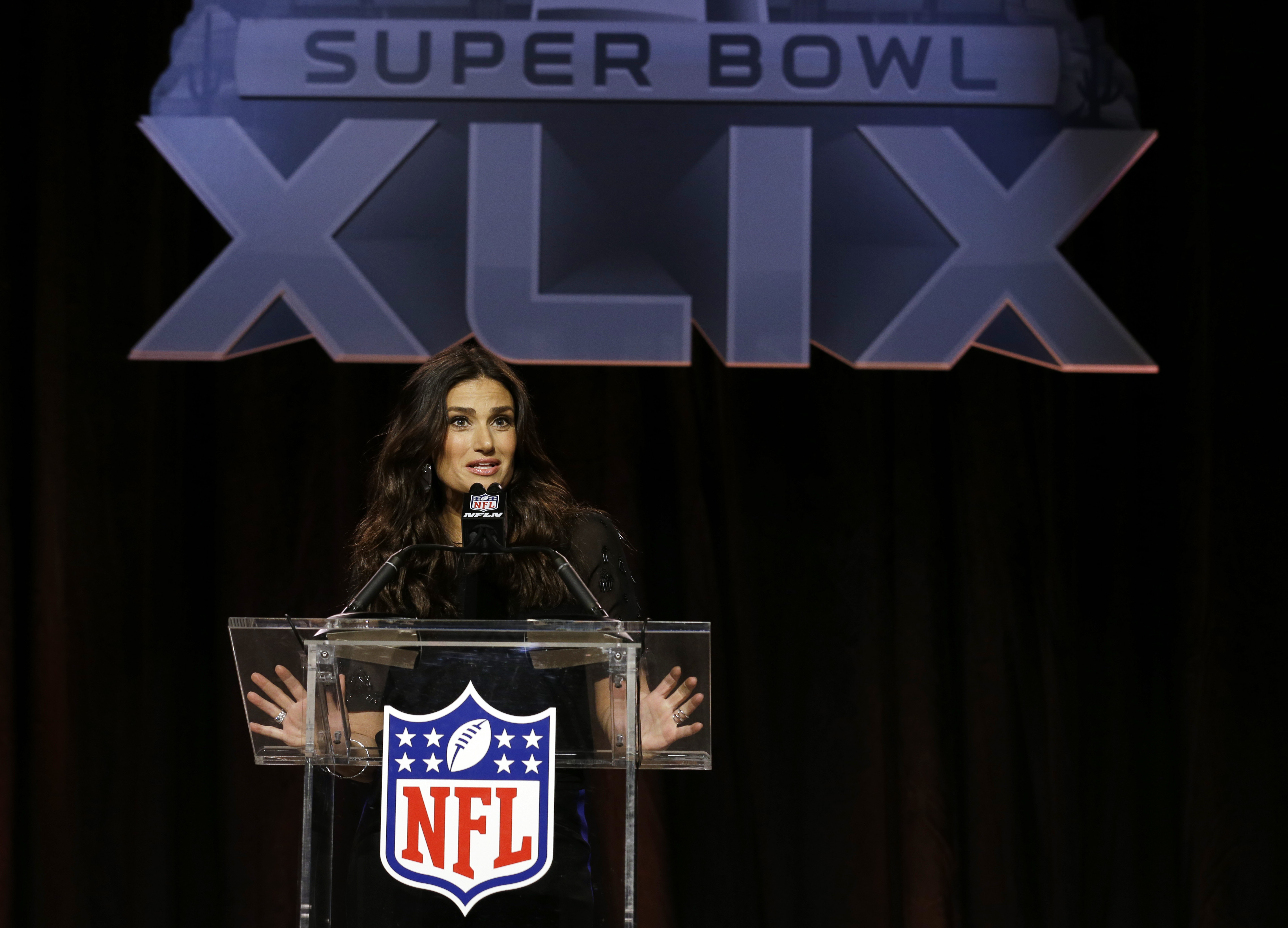 Idina Menzel ready for spotlight at Super Bowl