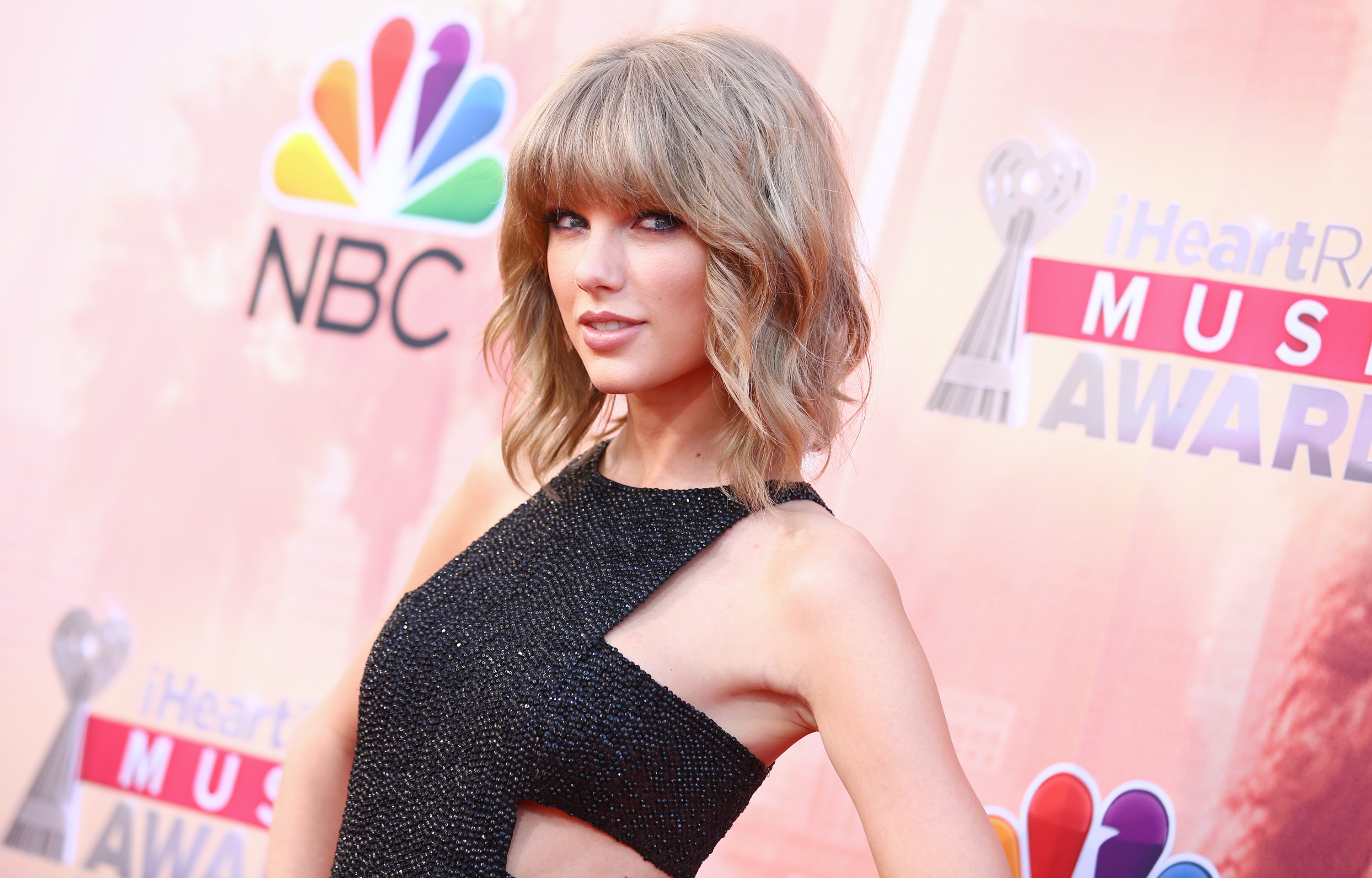Taylor Swift early winner at iHeartRadio Music Awards