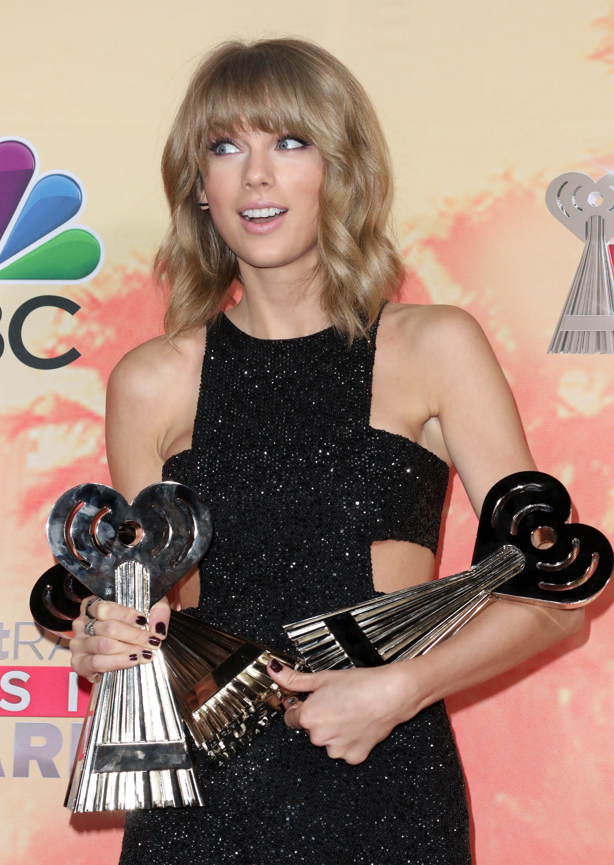 Taylor Swift wins artist of the year at iHeartRadio Awards