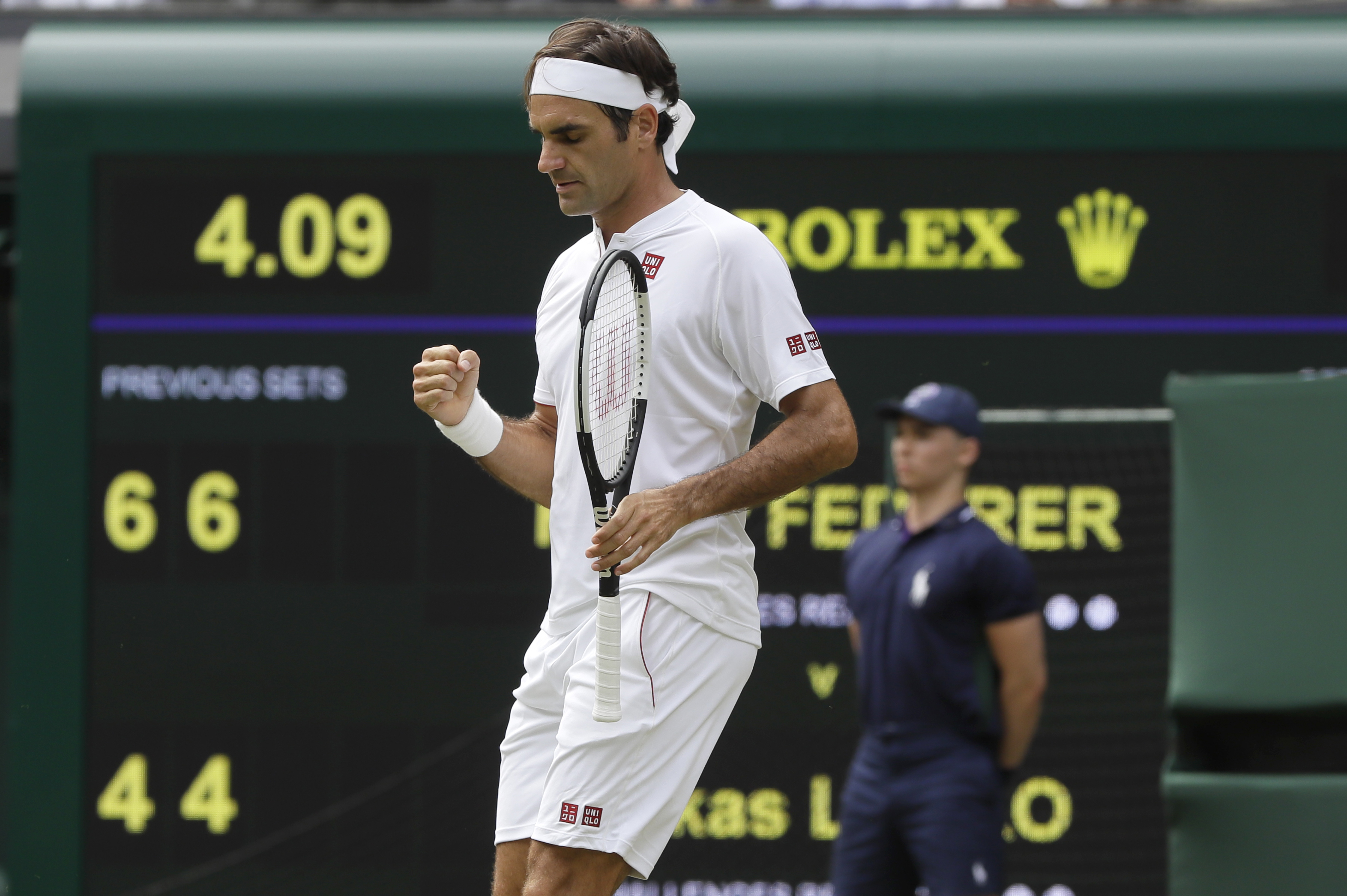 35 service points, 26 sets in a row at Wimbledon for Federer