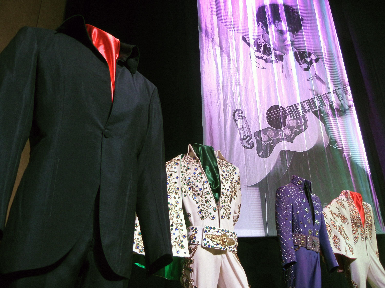 Graceland brings Elvis back to his Las Vegas home