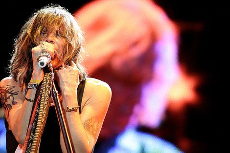 Steven Tyler debuts new song.