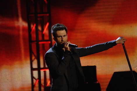 Adam Levine and Other Celebrities Who Love Yoga – omg on Yahoo