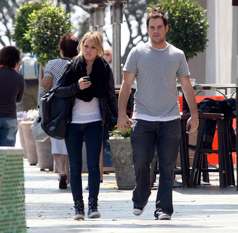 Hilary Duff and Mike Comrie shopping in Hollywood.