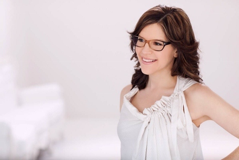 "Lisa Loeb prepares to release her seventh album, ""NO FAIRY TALE"" in February 2013."