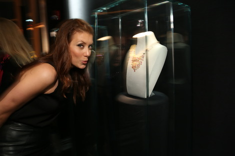 Kate Walsh ogles Bulgari jewels at the Rodeo Drive Walk of Style Awards on December 5, 2102.