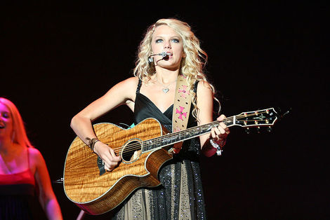 Taylor Swift performs to sold out crowds and looks great while doing it.