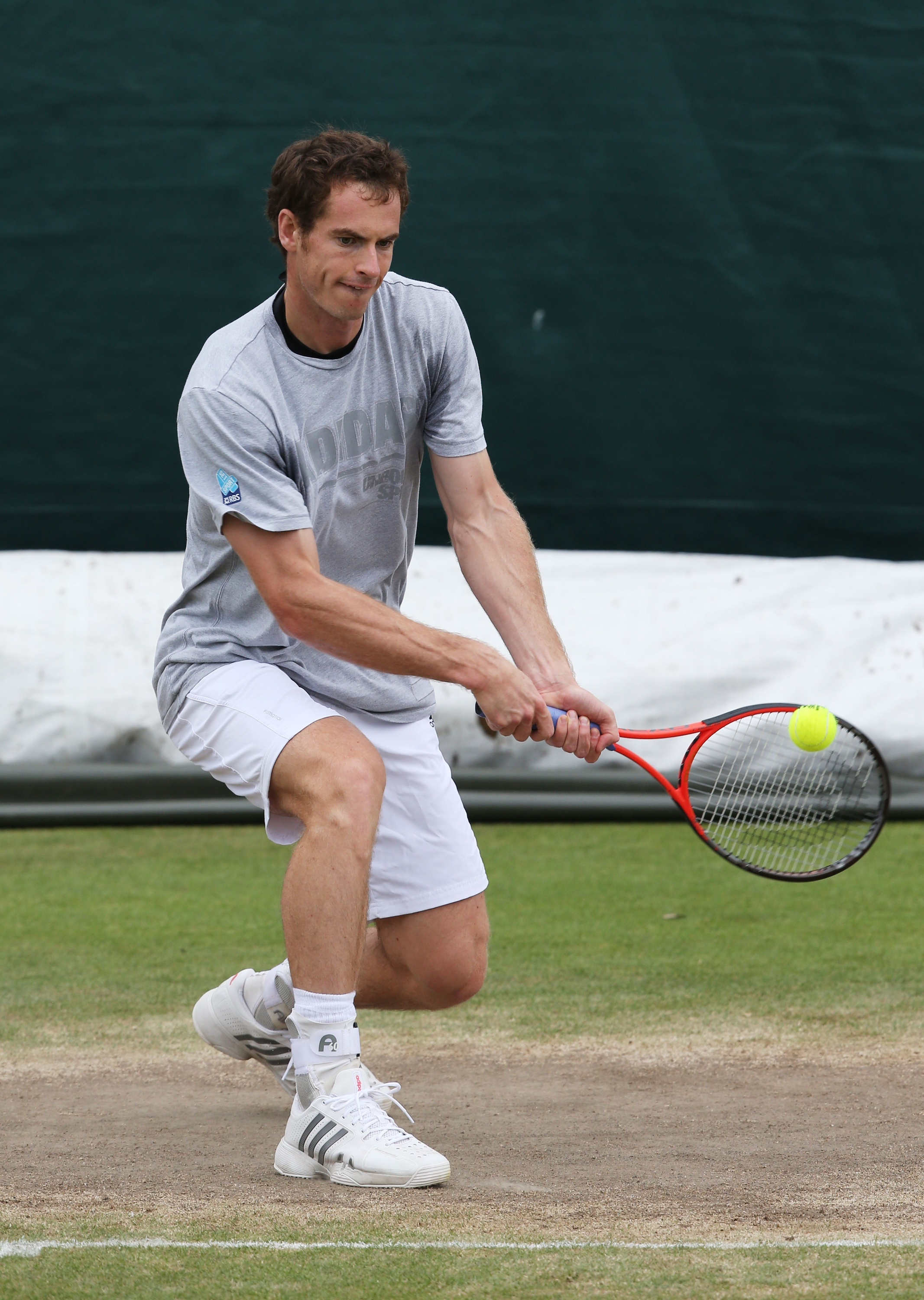 Andy Murray plays a backhand during a practice session. (Getty)