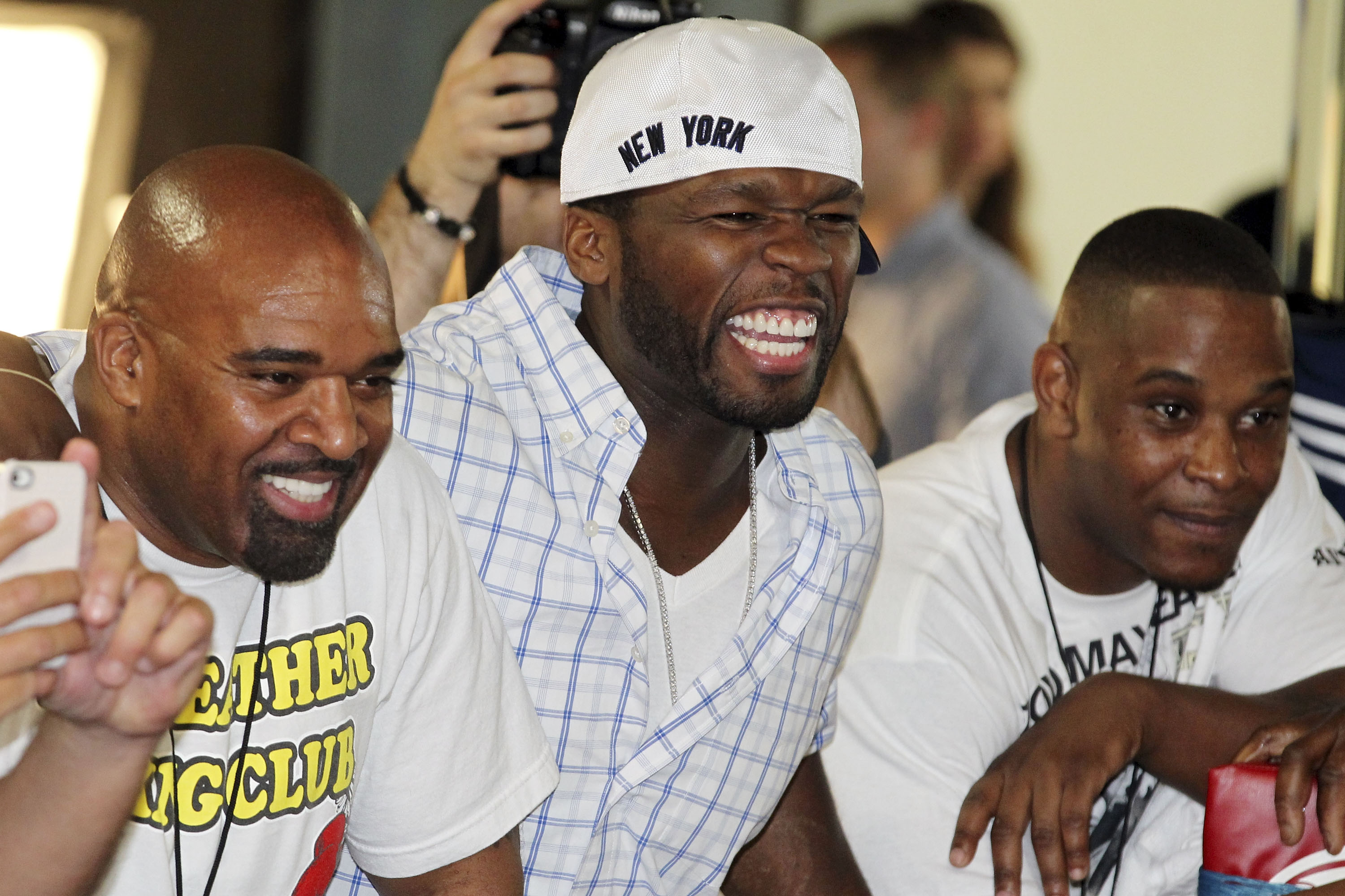 50 Cent and other members of Floyd Mayweather's posse cheer him on. (Getty)