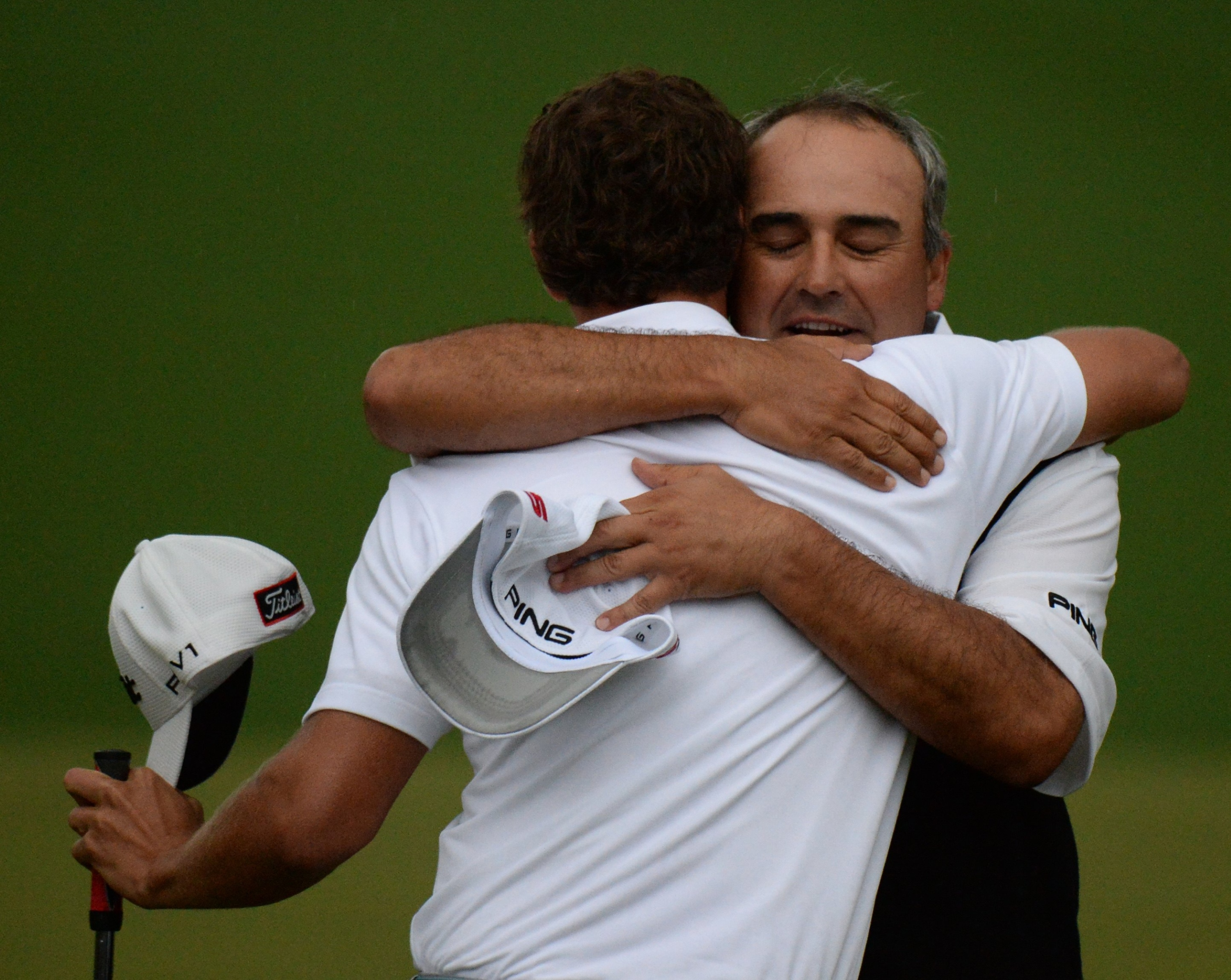 Adam Scott (L) hugs Angel Cabrera after winning 77th Masters. (Getty Images)