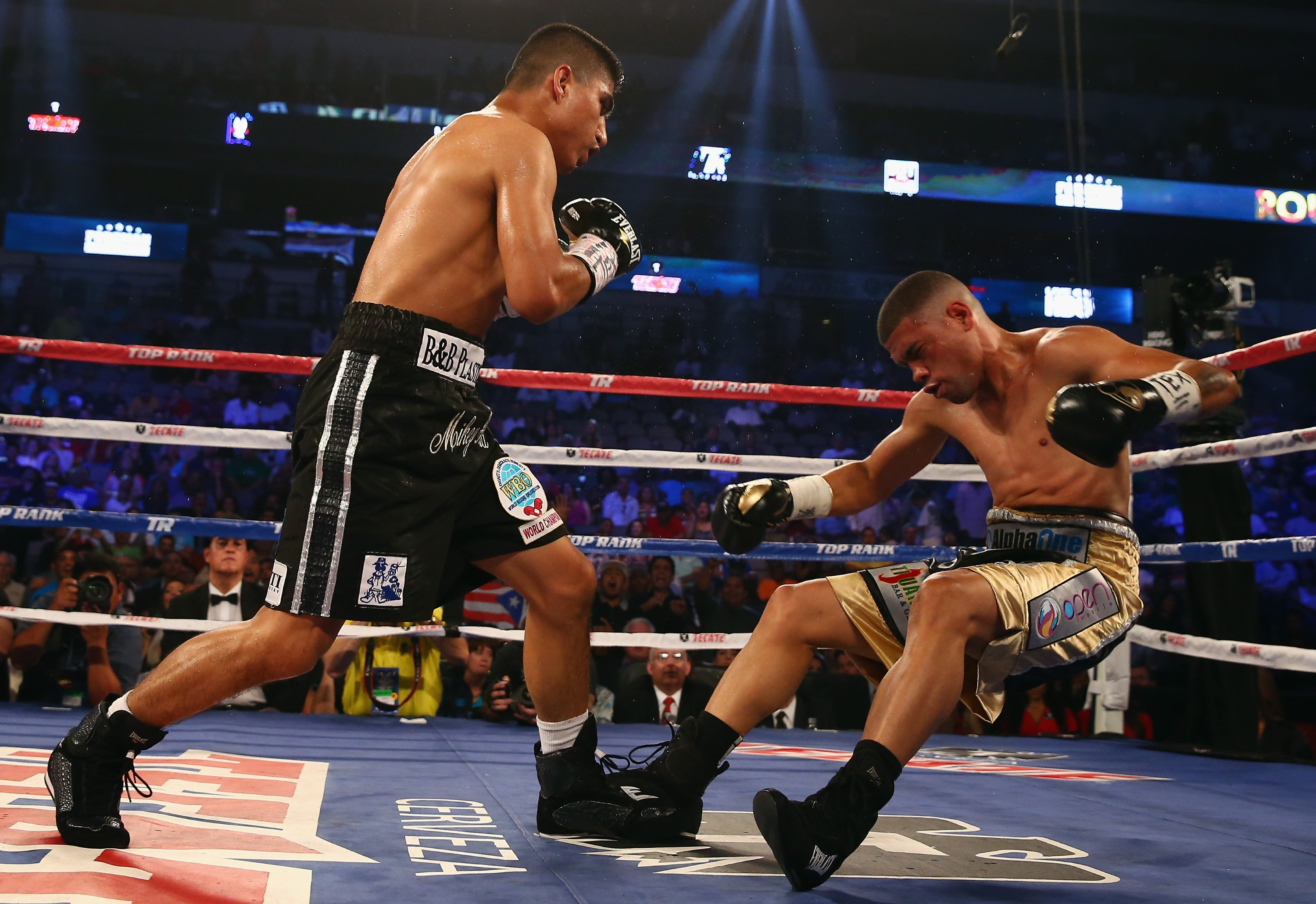 Mikey Garcia knocks out Juan Manuel Lopez in the fourth round. (Getty)