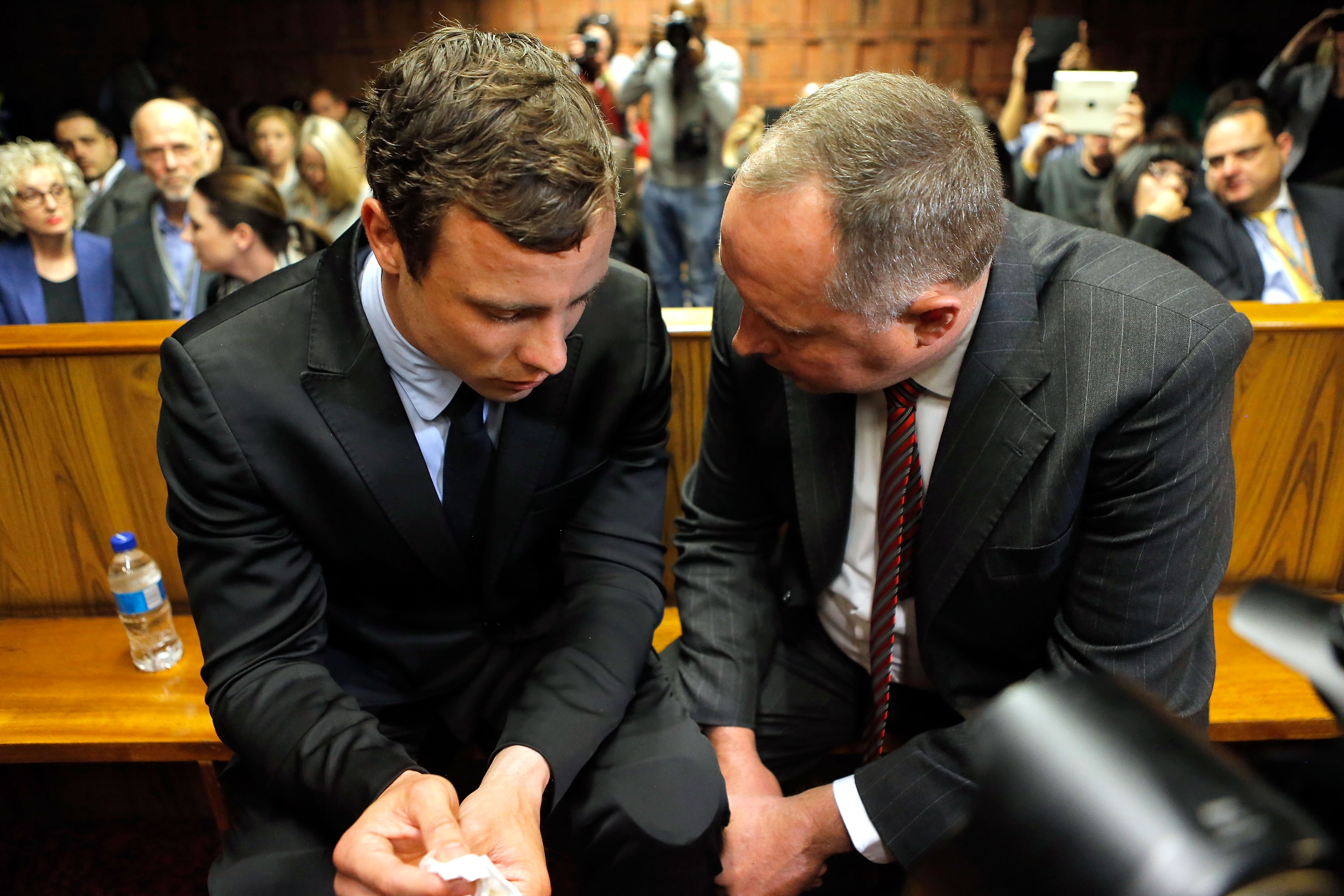 Oscar Pistorius (L) speaks with his lawyer Kenny Oldwage in court Monday. (Getty Images)