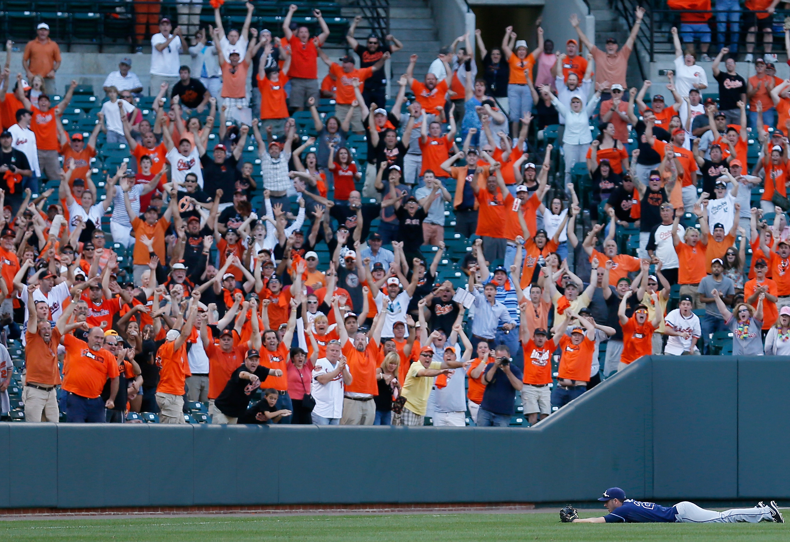 Matt Joyce couldn't come up with the big catch, much to the delight of the fans at Camden Yards. (Getty)