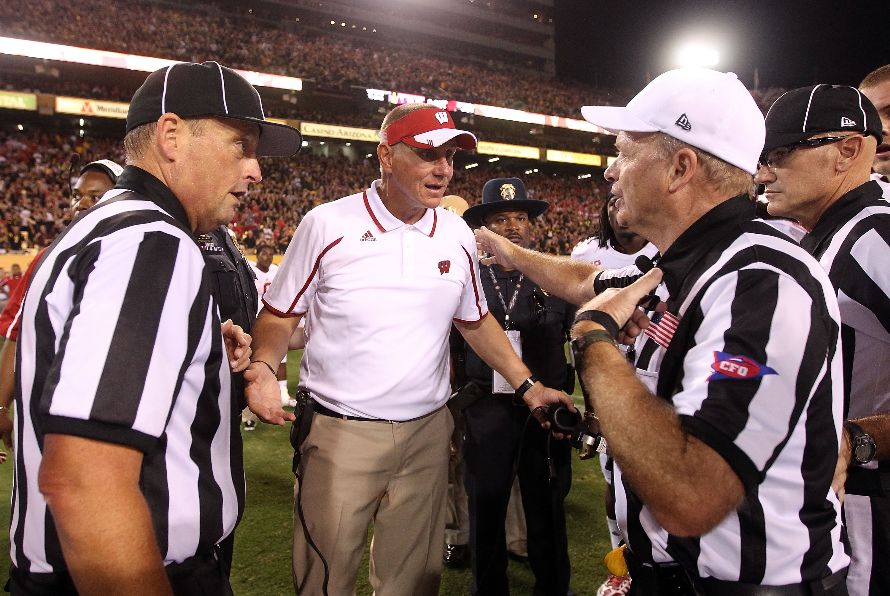 Gary Andersen gives the referees an earful after Wisconsin's 32-30 loss to Arizona State. (Getty)