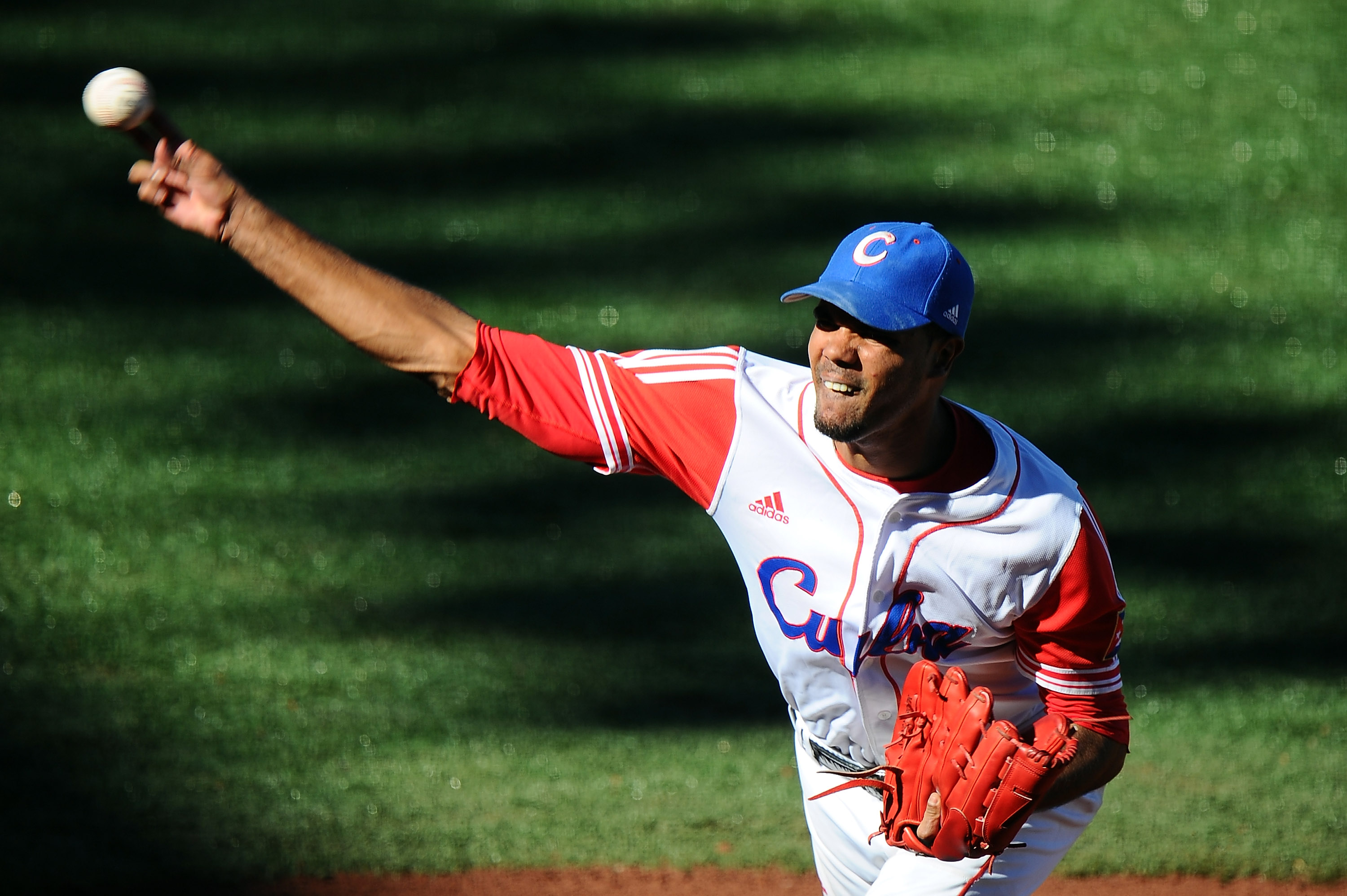 Miguel Alfredo Gonzalez of Cuba pitches in the Pan American Games. (Getty)