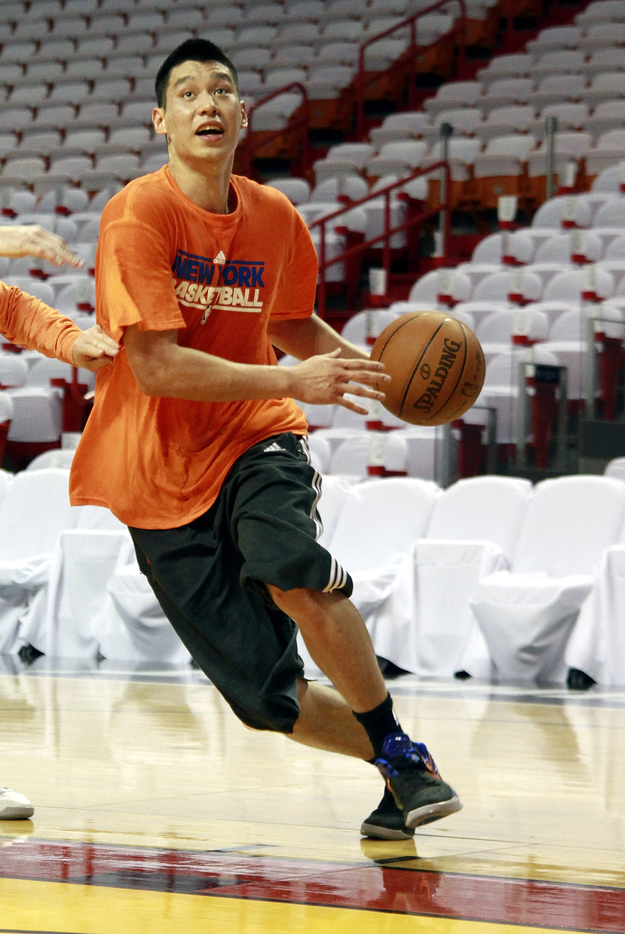 Jeremy Lin has resumed working out in his recovery from knee surgery. (Getty Images)