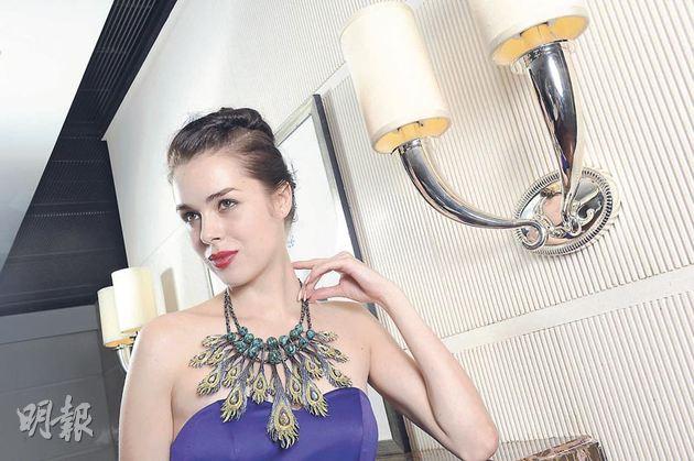 浩瀚無垠系列--「萬千世界(孔雀)」鳳凰孔雀石鑽石頸鏈﹕估價約$930,000-$1,110,000(攝影:黃梓烜)