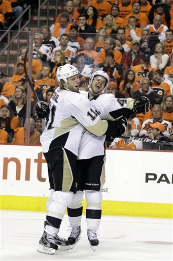 Pittsburgh scored eight straight goals en route to a 10-3 win over Philly. (Getty Images)