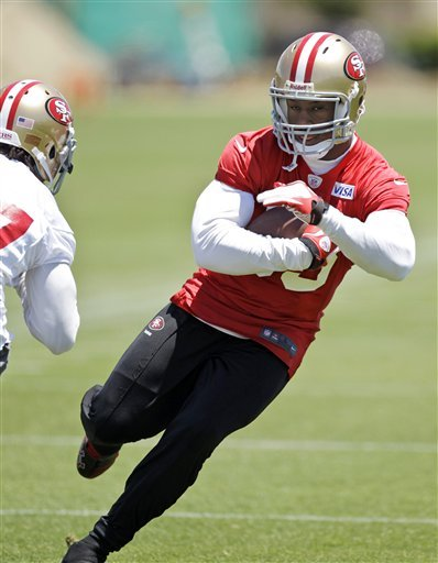 Davis, Walker push each other with 49ers
