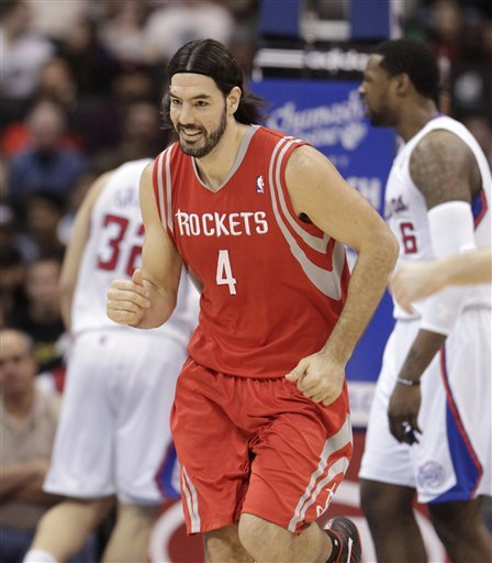 Suns win bidding for F Scola