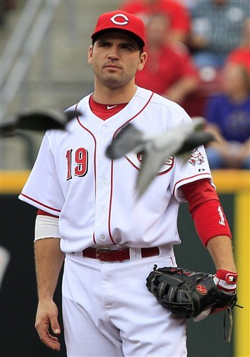 Reds 1B Votto needs knee surgery, out 3-4 weeks