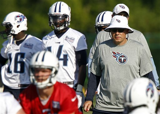 Titans coach Mike Munchak mixing it up