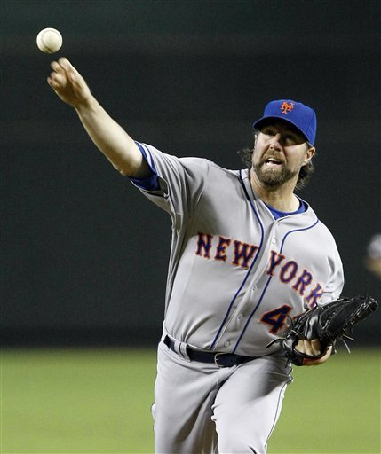 Dickey gets 14th win as Mets beat Diamondbacks 5-1