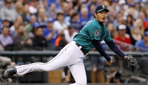 Iwakuma whiffs 13, Mariners beat Blue Jays 4-1