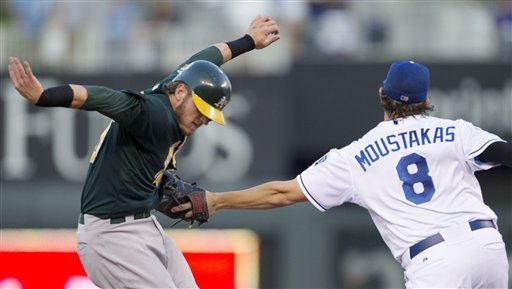 Guthrie shuts down A's in Royals' 5-0 win