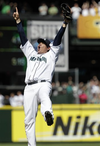Hernandez tosses perfect game in Seattle's 1-0 win