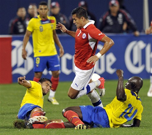 Ecuador routs Chile 3-0 at wet Citi Field