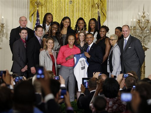 Obama salutes WNBA's Minnesota Lynx at White House