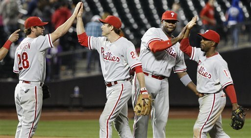 Howard's homer in 9th lifts Phillies over Mets 3-2
