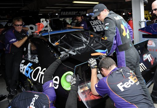 Hamlin takes pole at Dover International Speedway