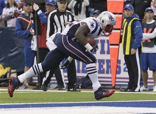 Brady, Patriots rebound with 52-28 rout of Bills