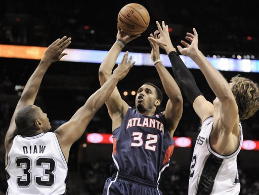 Spurs beat Hawks 101-99