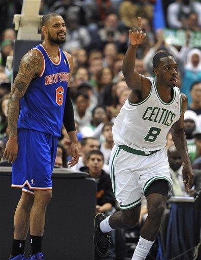 Anthony helps Knicks beat Celtics 98-95 in OT