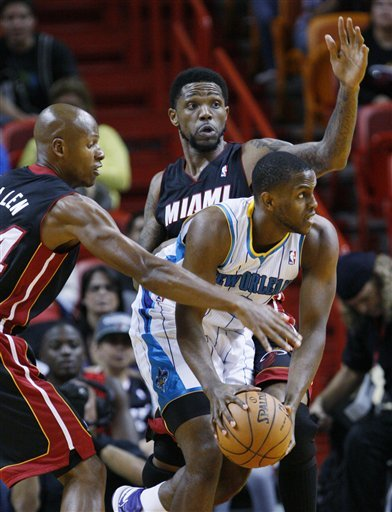 Rivers hurt, Hornets top Heat 96-89
