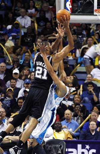 Duncan leads Spurs past Davis, Hornets 99-95