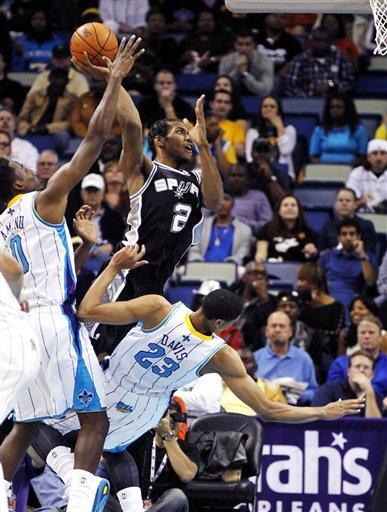 Duncan leads Spurs past Davis, Hornets 99-95