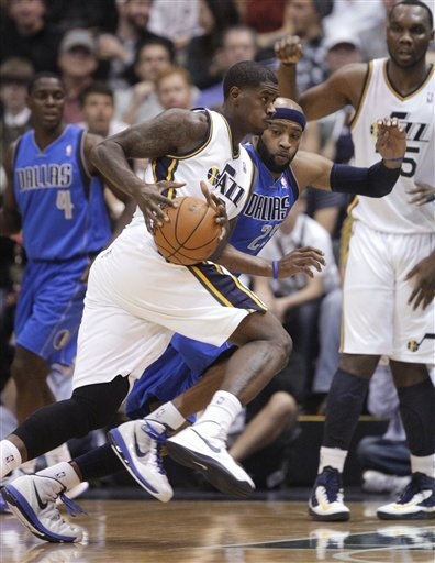 Williams duo score 21 each as Jazz top Mavs 113-94